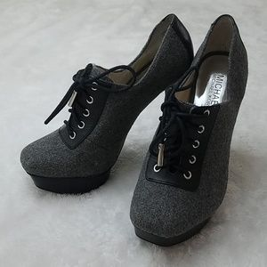 Michael Kors size 7 lace-up platform booties